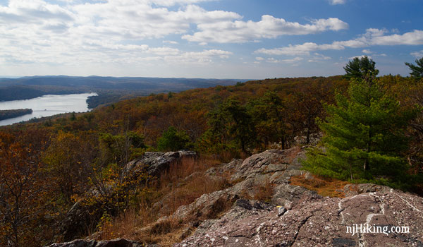 Bearfort Mountain – Surprise Lake via State Line