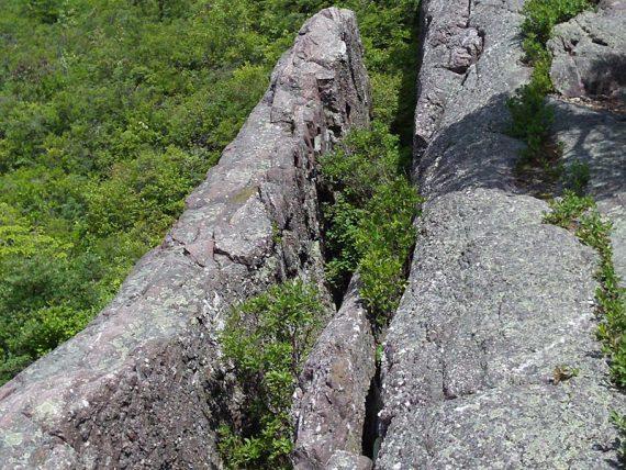 Bearfort Ridge Trail - large rock cleft.