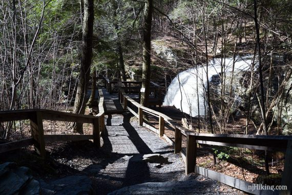 Side trail to viewing platform over Fulmer Falls