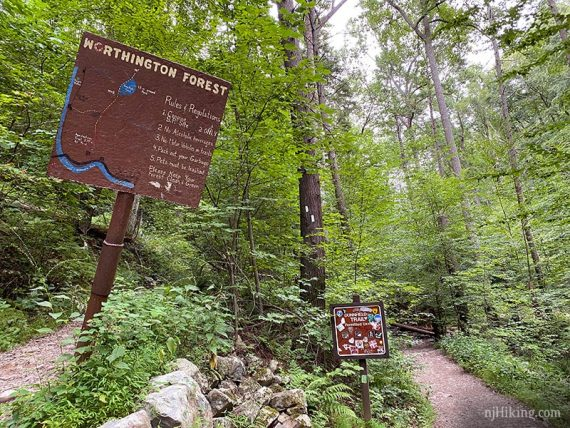 Worthington Forest and Dunnfield Creek trail signs