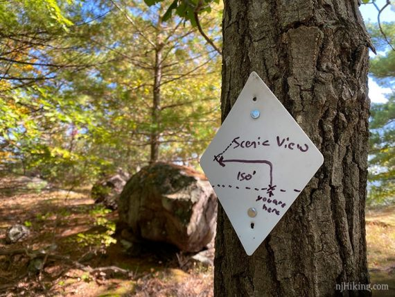 White diamond marker for scenic view side trail