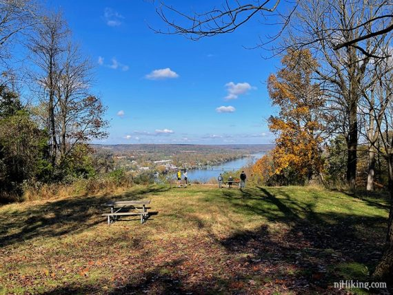 Open grassy area of Goat Hill Overlook